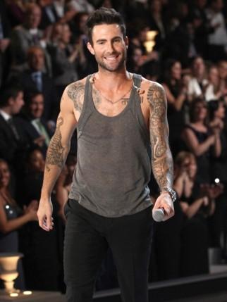 adam-levine-2011-victoria-s-secret-fashion-show-01