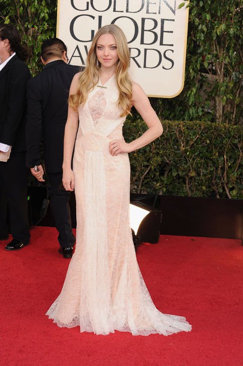 amanda-seyfried-givenchy-golden-globes-h724