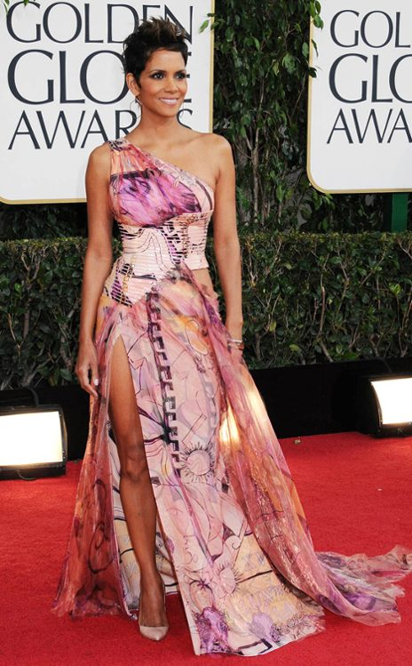 Halle Berry Atelier Versace Gown, geometric print disaster