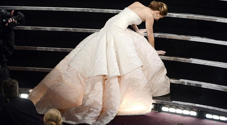Oscars-2013-Jennifer-Lawrence-Explains-Why-She-Tripped-and-Fell