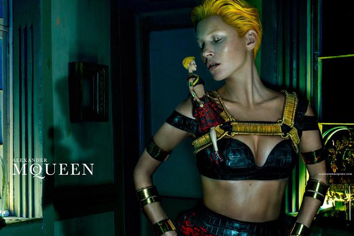 Kate-Moss-Alexander-McQueen-SS14-01 9