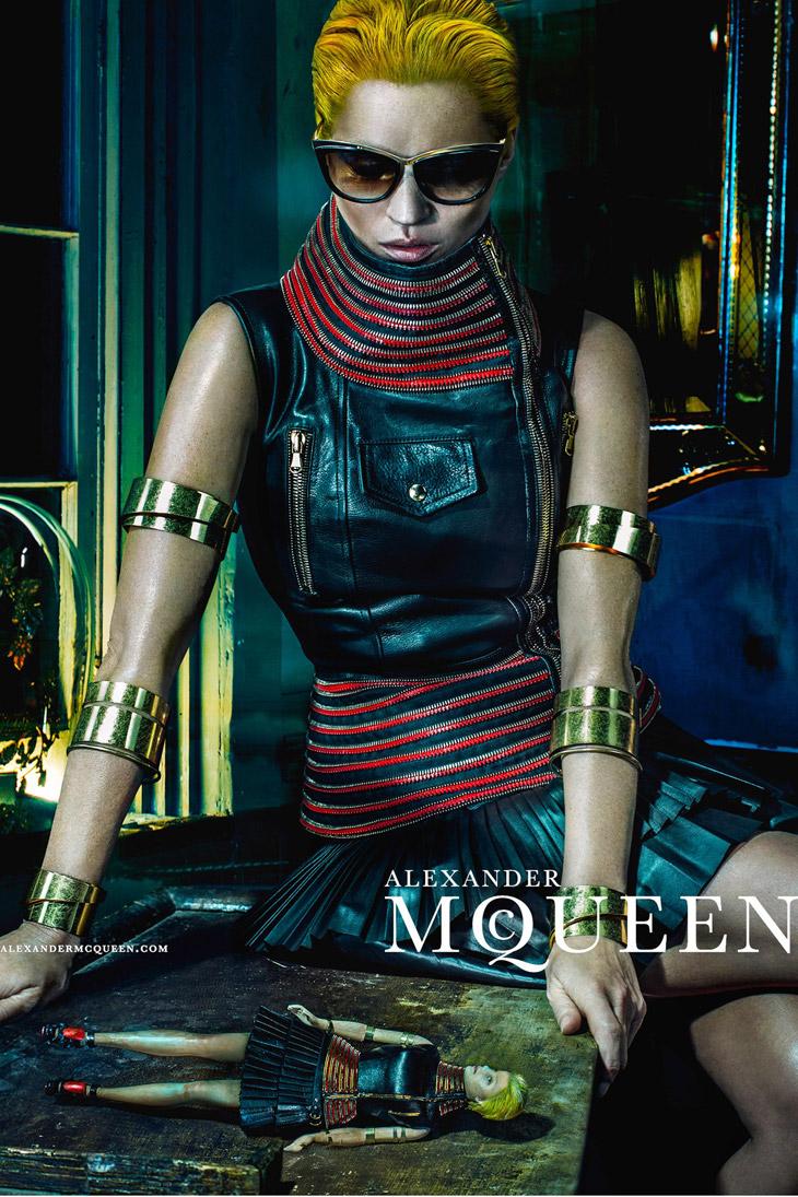 Kate-Moss-Alexander-McQueen-SS14-11